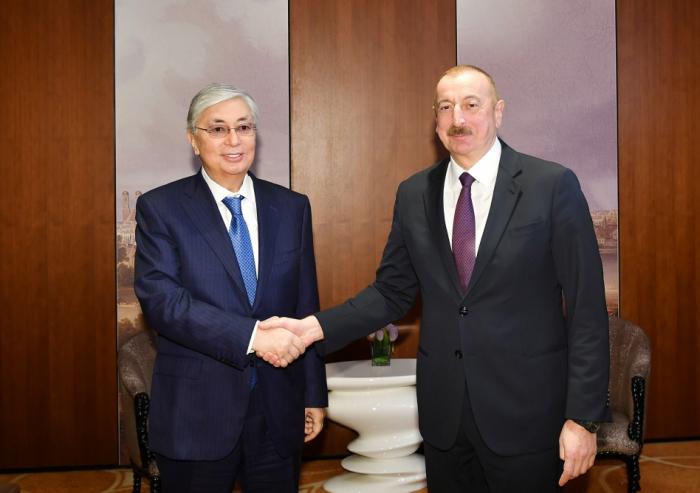 Aserbaidschanischer Präsident trifft den kasachischen Präsidenten Tokayev