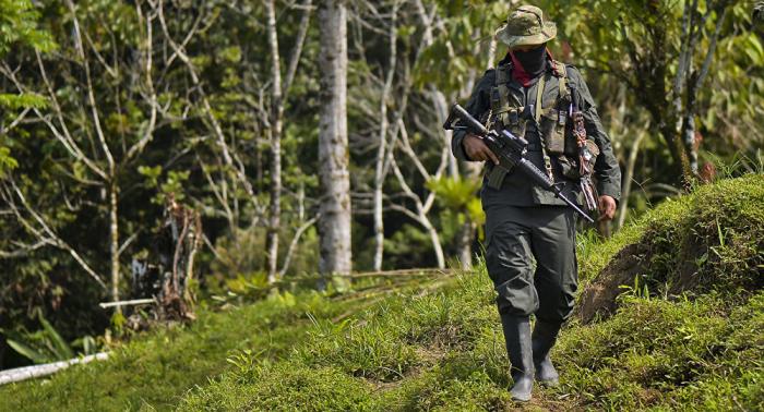 Cuatro policías colombianos heridos en refriega con presuntos milicianos del ELN