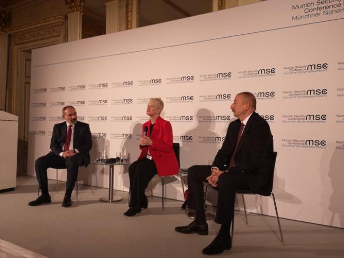 Acaba la reunión entre Ilham Aliyev y Pashinián en Munich -  FOTO