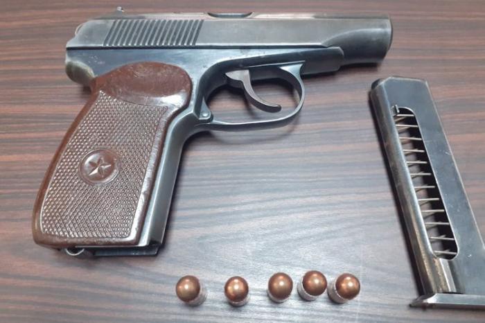 İki nəfərdən odlu silah götürüldü