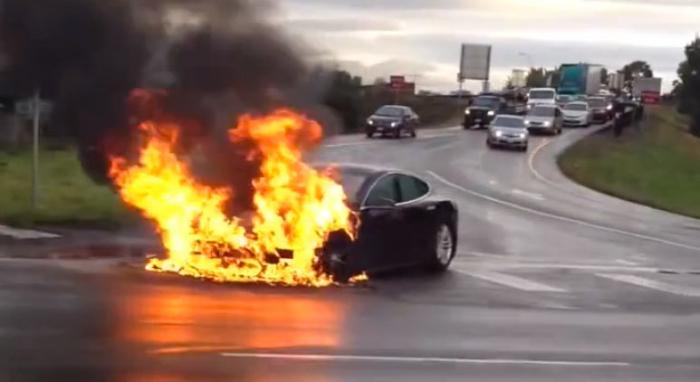 Nach Tesla-Bränden: Droht auch Porsche ein Feuer-Trauma?