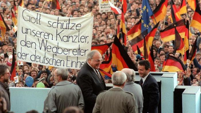 Westpolitiker führen DDR-Wahlkampf