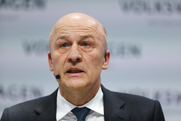 Magazin - Volkswagen-Finanzchef verlässt Konzern 2021