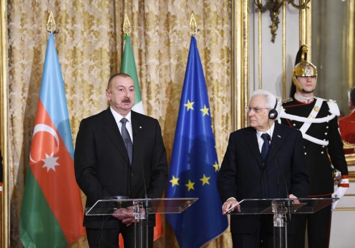 Präsidenten von Aserbaidschan und Italiengeben Presseerklärungen ab