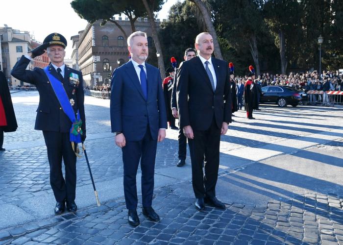 Ilham Aliyev visita memorial de soldado desconocido en Roma -   FOTOS