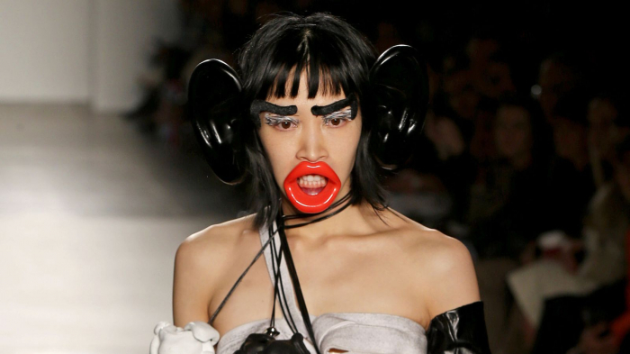 New York fashion college apologises over
