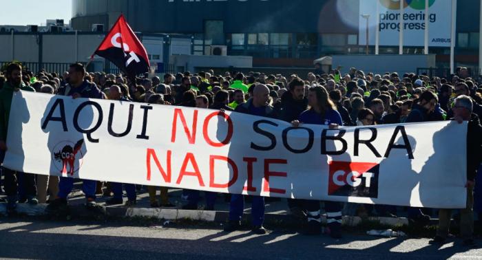 Centenares de trabajadores de Airbus en huelga por conservar su empleo