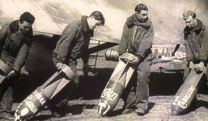 Los 100 pilotos que bombardearon Barcelona, al descubierto cuando ya han muerto todos