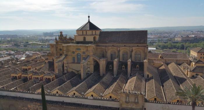 Acusan a la Iglesia católica de expoliar a los españoles