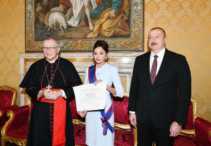 Mehriban Aliyeva wurde im Vatikan mit dem Piusordendes Papstes ausgezeichnet