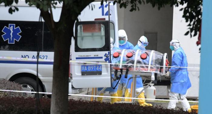 Los muertos por COVID-19 en la China continental se elevan a 2.592 personas