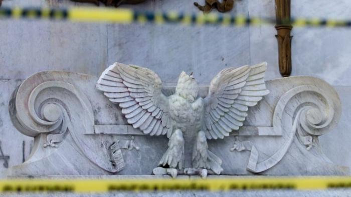 México:  Un hombre decapitó al Águila de la República del Hemiciclo a Juárez y ahora podría pasar hasta 10 años de prisión