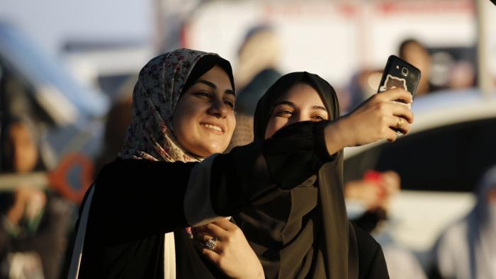 """Rapera saudita canta que las chicas de Meca son como """"un caramelo de azúcar"""""""