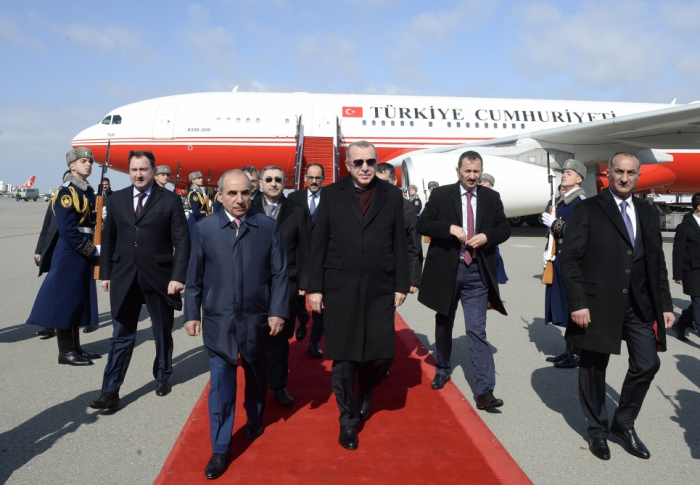 Erdogan llega a Bakú en visita oficial