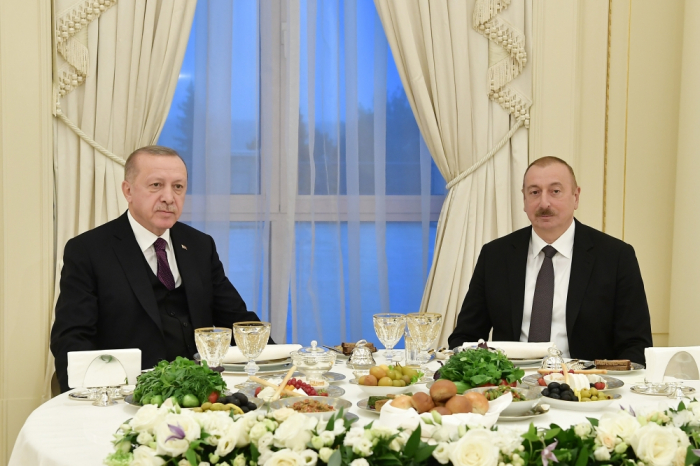 Azerbaijani president hosts reception in honor of his Turkish counterpart