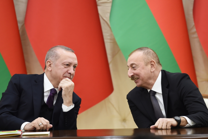 Azerbaijani, Turkish president hold phone talks