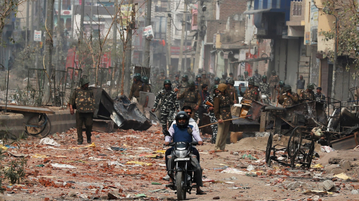 Cars burned as Muslim-Hindu violence leaves 20 dead in New Delhi -  NO COMMENT