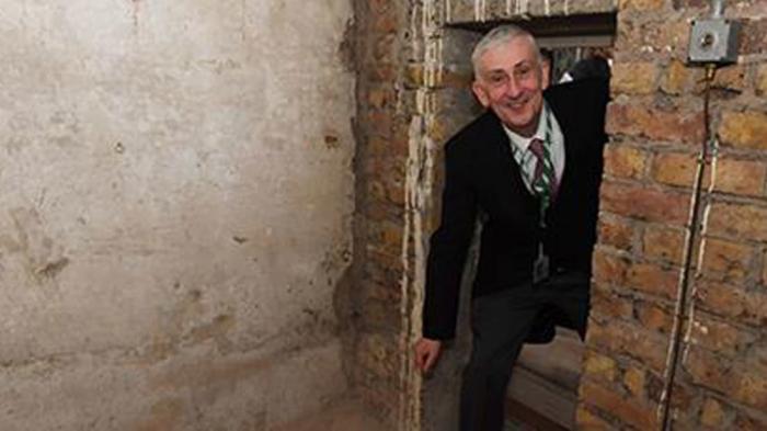 Secret doorway discovered under London