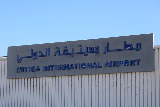 Shelling stops flights at Tripoli