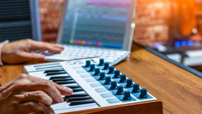 Dos músicos crean todas las melodías posibles y las ponen a disposición de todo el mundo