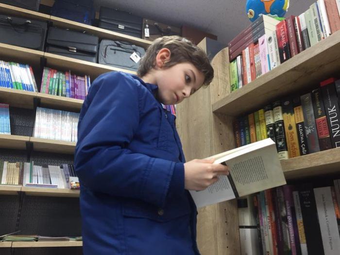 10 yaşlı uşaq 5 ayda 250 kitab oxudu - FOTOLAR