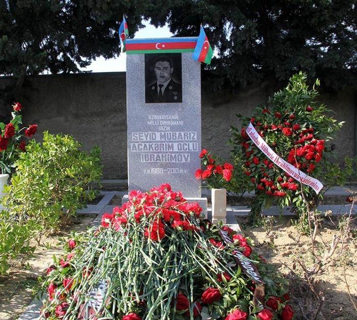 Mübariz İbrahimovun məzarı ziyarət olundu - VİDEO