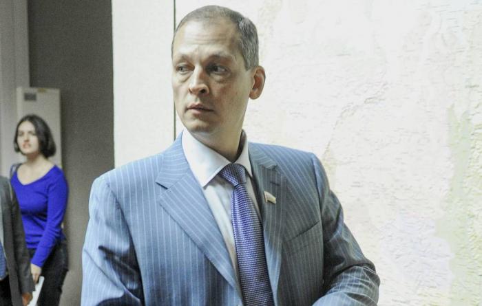 Rusiyada deputat helikopter qəzasında ölüb