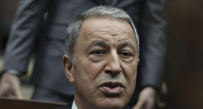 إعلام: وزير الدفاع التركي يتولى قيادة عملية عسكرية في إدلب