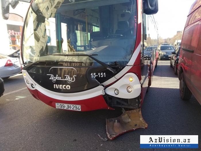 """""""BakuBus""""un avtobusu qəza törədib - FOTOLAR"""
