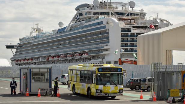 Japon:  des passagers du «Diamond Princess» commencent à débarquer