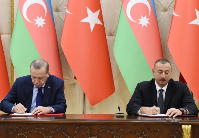 Se firman los documentos entre Azerbaiyán y Turquía