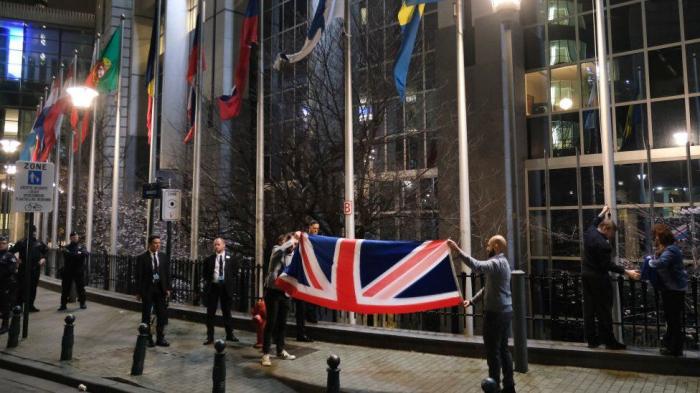 Britaniya bayrağı Aİ-nin salonundan çıxarıldı - VİDEO
