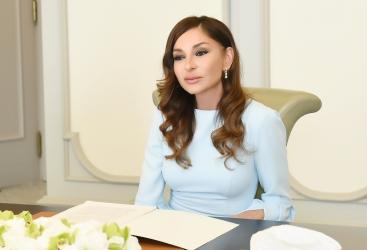 First Vice-President Mehriban Aliyeva congratulates Polad Bulbuloglu