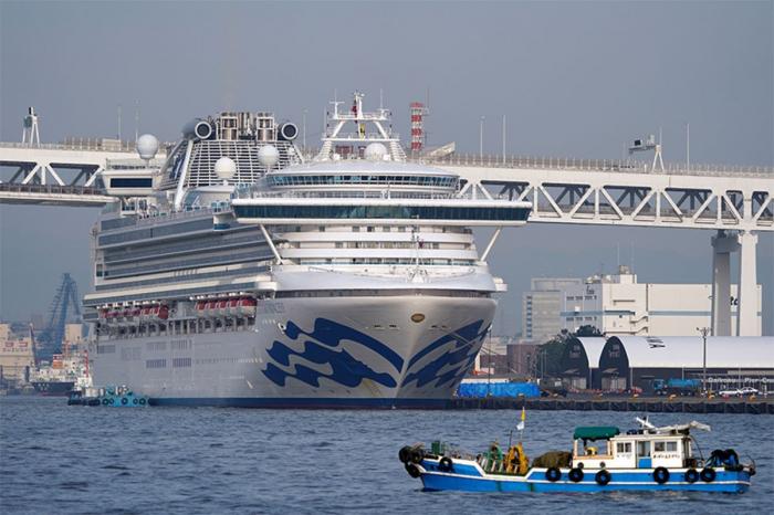 Passengers start disembarking quarantined cruise