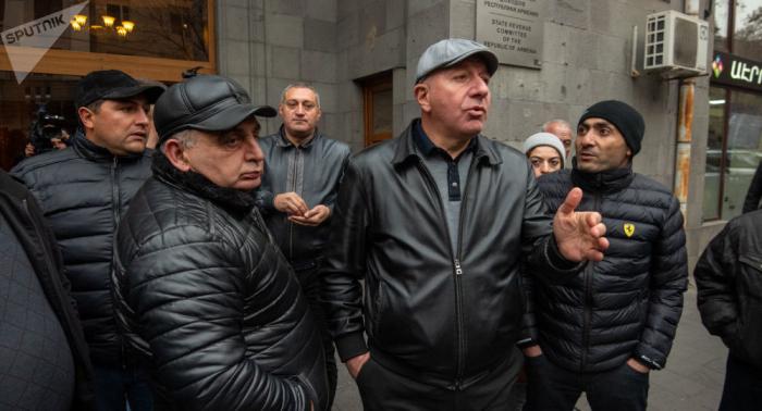 İrəvanda hökumət binası qarşısında etirazlar - VİDEO
