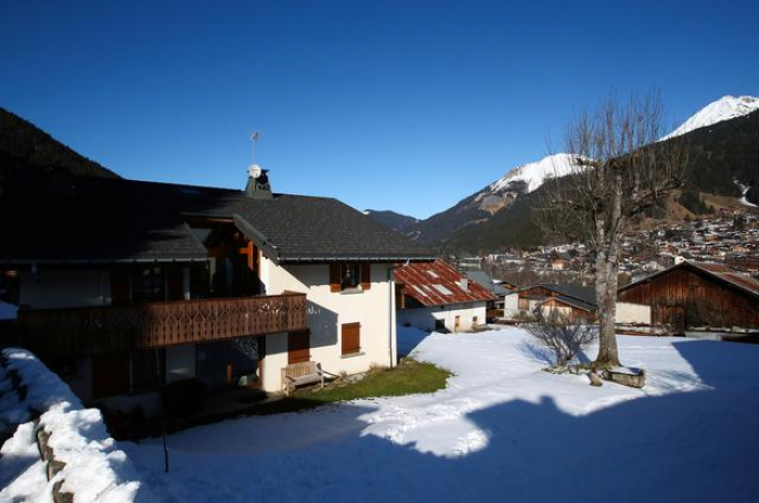 Five Britons contract coronavirus in French ski resort