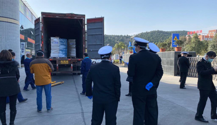 مساعدات من أذربيجان تصل إلى الصين