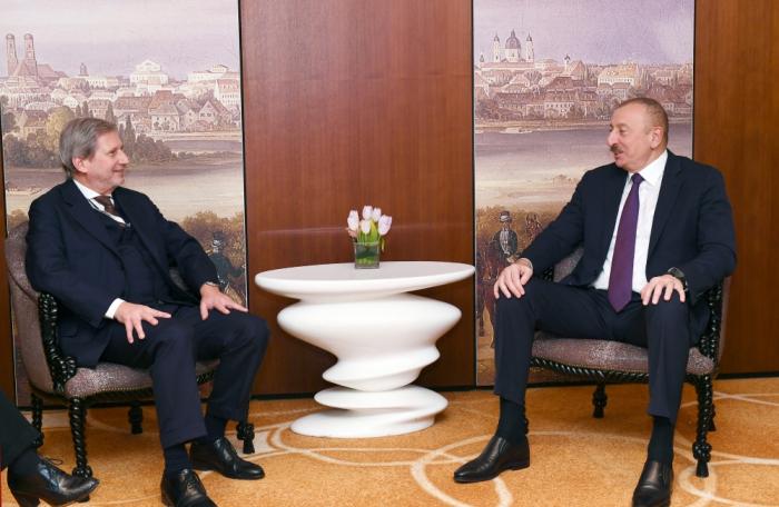 Treffen von Präsident Ilham Aliyev mit EU-Kommissar Johannes Hahn