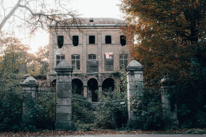 Psychology behind why we think some old buildings are haunted