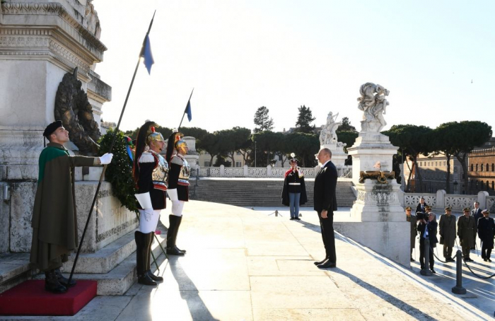 President Ilham Aliyev, First Lady Mehriban Aliyeva visited Tomb of Unknown Soldier in Rome