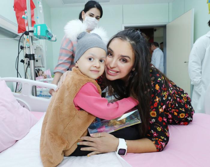 Leyla Əliyeva onkoloji xəstəliyi olan uşaqlara baş çəkdi - FOTOLAR