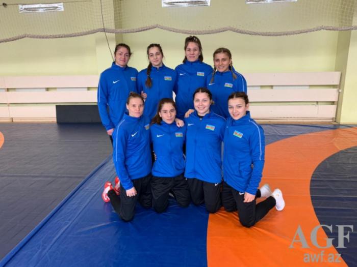 Luchadoras azerbaiyanas participan en el Campeonato Europeo que se celebra en Roma