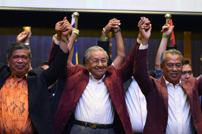 Malaisie:   le premier ministre Mahathir remet sa démission au roi