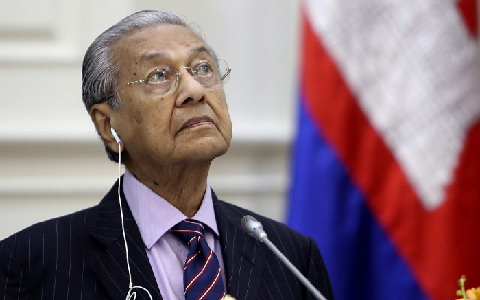 94 yaşlı Baş nazir istefa verdi