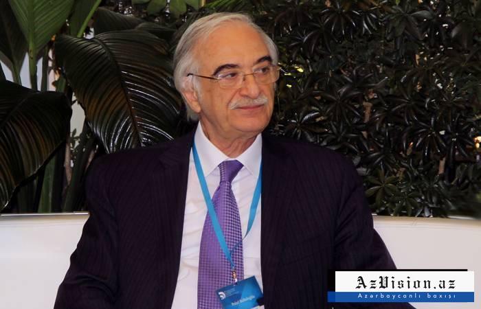Putin Polad Bülbüloğlunu təltif edib