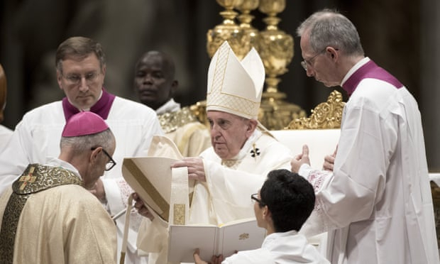 Pope Francis decides against allowing married men to become priests