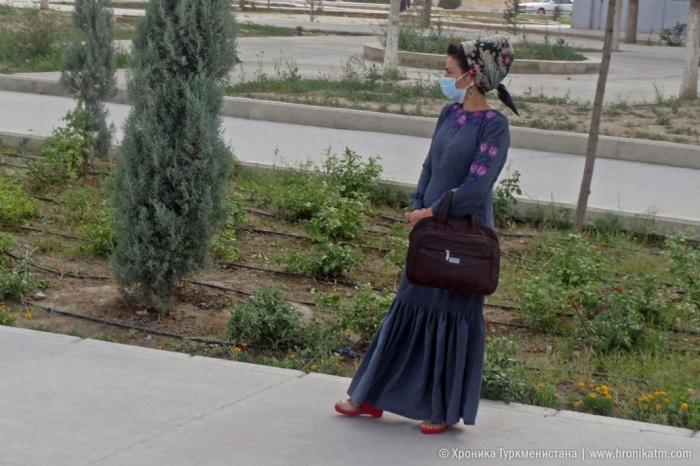 Türkmənistanda polis maska taxan qadını saxlayıb