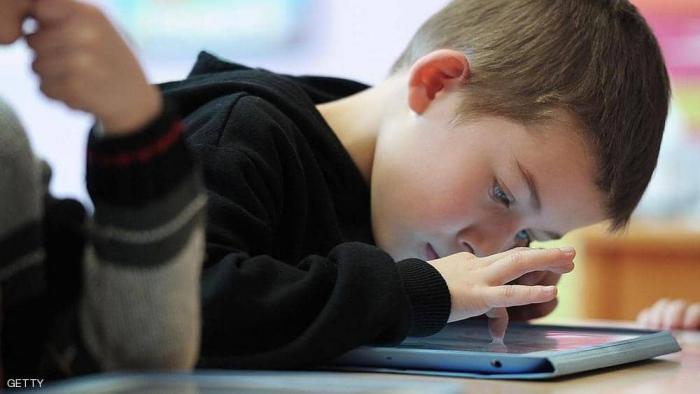 """دراسة تكشف اضطرابا """"خطيرا"""" لدى الأطفال بسبب الأجهزة"""