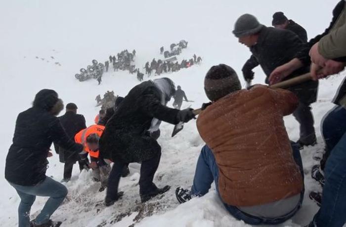 Türkiyədə qar uçqununda ölənlərdən 11-i hərbçidir