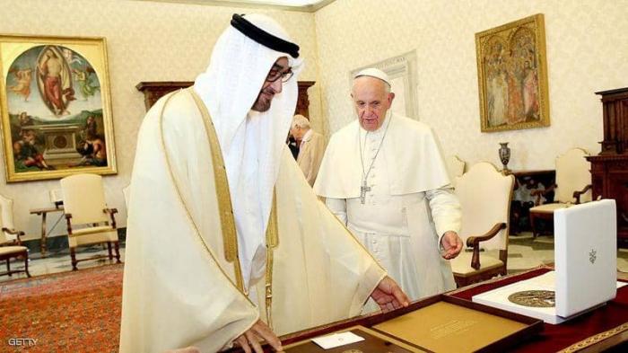 """ولي عهد أبوظبى يبحث مع بابا الفاتيكان تطورات انتشار """"كورونا"""""""